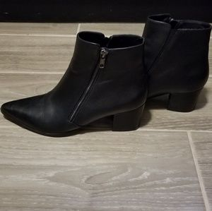 black Leather NARROW pointy toe boots